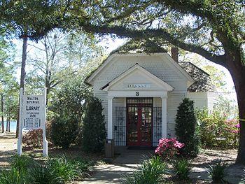 DeFuniak Springs, Florida: DeFuniak Springs Hi...