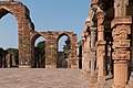 Delhi-Quwwat ul Islâm Mosque-West Gateway and colonnade-20131006.jpg