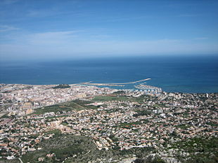"""View of Dénia from the <a href=""""http://search.lycos.com/web/?_z=0&q=%22Montg%C3%B3%22"""">Montgó</a> out to sea"""