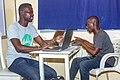 Deux formateurs au cours de l'atelier mois de la contribution.jpg