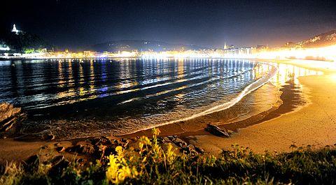 Donostia Playa de la Zurriola el Kursal panoramio