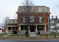 Dr. John Quincy Howe House Dec 08.jpg
