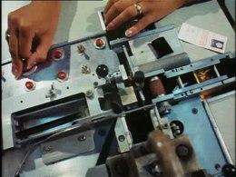 Polygoonjournaal uit 1971. Zakken met fotorolletjes komen na de vakantie binnen bij Kodak, waar ze worden ontwikkeld en afgedrukt.