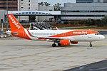 EasyJet, G-EZRV, Airbus A320-214 (43459176250).jpg