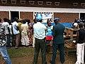 Echanges entre Chef de centre de la CENI et UNPOL à la cloture à KASENGA (6435248699).jpg