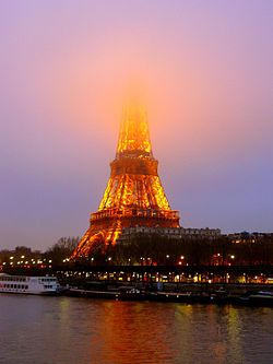 Effel Tower smogy january evening.jpg