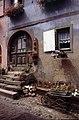 Eguisheim-12-Tuer-Blumenwagen-1994-gje.jpg