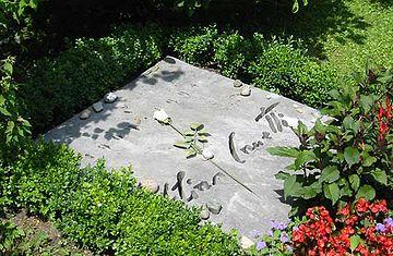 Elias Canetti tomb-stone