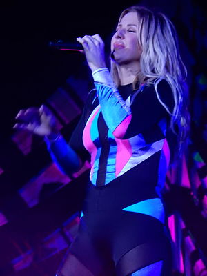Ellie Goulding, O2 Arena, London (25933523002).jpg