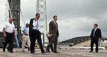 Elon Musk, il fondatore della SpaceX, mostra al Presidente Obama la rampa di lancio del Falcon 9, Cape Canaveral Air Force Station, 2010.