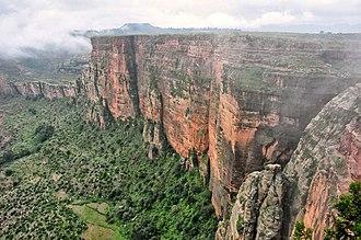 Kola Tembien - Image: Escarpment, Tigray (8215920137)