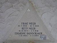 Feuerhalle Simmering - Arkadenhof (Abteilung ALI) - Franz Mejzr.jpg