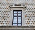 Finestra palazzo dei Diamanti piano nobile Ferrara.JPG