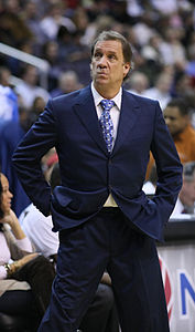 Flip Saunders nel 2009, durante una partita dei Washington Wizards