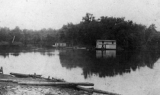 "Pearl River (Mississippi–Louisiana) - Floating saloons on the Pearl River.  The ""Blue Goose"" (left) and ""Freeman Saloon"" (center), near Old Gainesville, Hancock County, Mississippi, 1907."