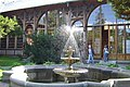 Fontanna przed domem zdrojowym w Świeradowie Zdroju - panoramio.jpg