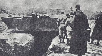 Schneider CA1 - The Souain prototype crossing a trench, on 9 December 1915.