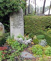 Grab von Hermann Kretzschmar auf dem Friedhof Nikolassee (Quelle: Wikimedia)