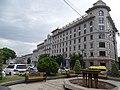 Gebäude am Freiheitsplatz Tiflis.jpg