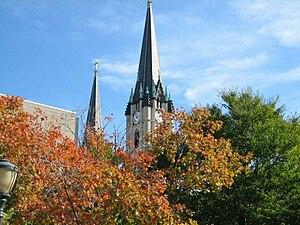 Gesu Church (Milwaukee, Wisconsin) - Image: Gesu parish, trees