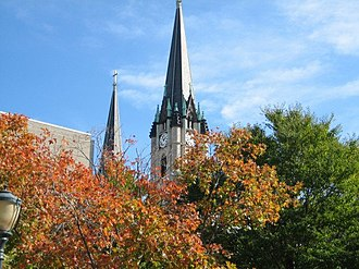 Gesu Church (Milwaukee, Wisconsin) - Image: Gesu parish, trees
