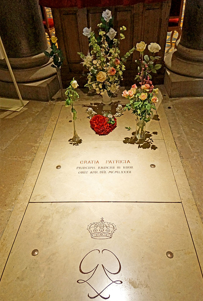 File:Grave of Princess Grace of Monaco, Grace Kelly ...