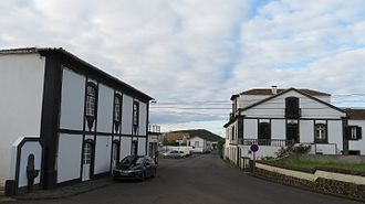 Guadalupe (Santa Cruz da Graciosa) - Houses built in the 18th and 19th century along the road