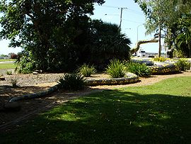 Gubulla Munda sculpture in Ayr, Queensland.jpg