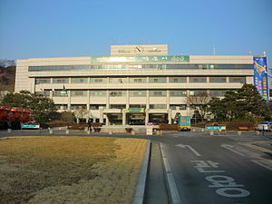 軍浦市庁 軍浦市(クンポし)は大韓民国京畿道の西部にある市である。 目...  Wikipedi