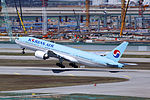HL7575 - Korean Air Lines - Boeing 777-2B5(ER) - ICN (17229524046).jpg