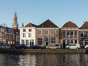 Bakenesserkerk - Image: Haarlem, de Spaarne met de Bakenesserkerk op de achtergrond RM19811 foto 2 2015 01 04 15.32