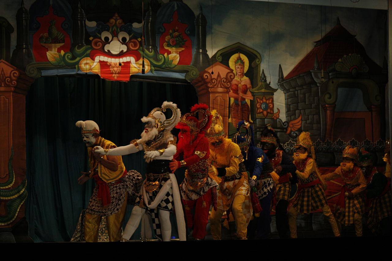 Hanuman with Semar and troops of monkeys.jpg