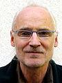Helmut Hennig, der Künstler hier im Oktober 2012 vor dem kik.-Projekthaus der Künstlerkooperative kik.kunst in kontakt in Hannover Herrenhausen.jpg