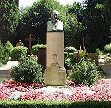 Hoffmanns Grabstätte in Corvey (Quelle: Wikimedia)