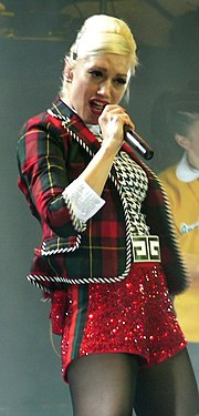 Gwen en Mai 2007 avec le logo G sur la boucle de la ceinture.