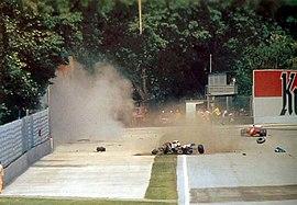 https://upload.wikimedia.org/wikipedia/commons/thumb/f/f2/Incidente_di_Ayrton_Senna_a_Imola_1994_-_01.jpg/270px-Incidente_di_Ayrton_Senna_a_Imola_1994_-_01.jpg