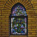 Interieur, aanzicht gebrandschilderd glas-in-loodraam - 's-Gravenhage - 20366678 - RCE.jpg