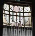 Interieur, aanzicht glas-in-loodbovenlicht - 's-Gravenhage - 20366047 - RCE.jpg