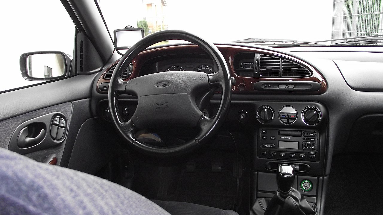 File interieur ford mondeo ghia jpg wikimedia commons for Interieur ford mondeo 2000