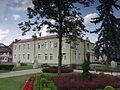 Józefów - budynek urzędu miejskiego (2).jpg