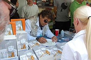 Jesus Quintero firmando en la Feria del Libro ...