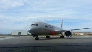 File:Jetstar Boeing 787.ogv