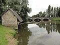 Juillé (Sarthe) Lavoir et pont sur la Sarthe.jpg