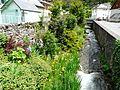 Juzet-de-Luchon ruisseau village.JPG