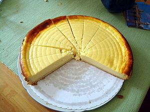 Käsekuchen, klassische deutsche Form aus Quark...