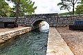 Kanal zwischen den Salzwasserseen Veliko Jezero und Malo Jezero auf Mljet, Kroatien (48738869431).jpg