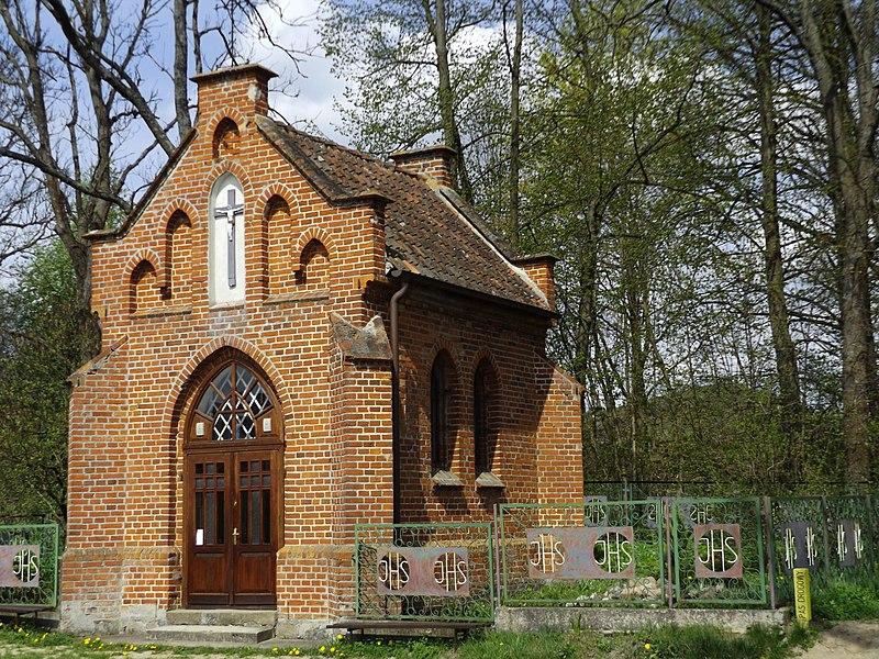 File:Kaplica przy ul. Orneckiej w Lidzbarku Warmińskim - panoramio.jpg