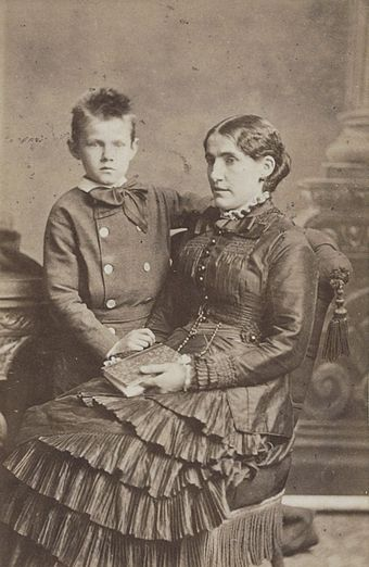 Kee Vos-Stricker with her son Jan c. 1879–80