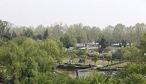 Yongsan Family Park - Image: Korea Yongsan Family Park 20140421 01 (13939732142)