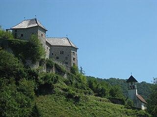 Kostel Castle